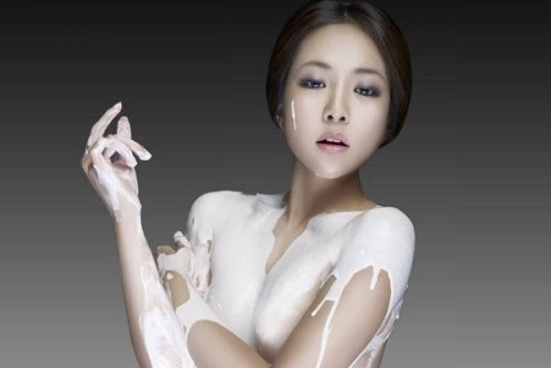Tắm trắng bằng sữa tươi là phương pháp làm đẹp đơn giản chị em có thể áp dụng tại nhà