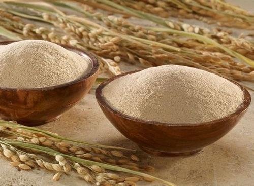 Cần chọn loại cám gạo nguyên chất, được xay mịn để tắm trắng an toàn và không làm tổn thương da.