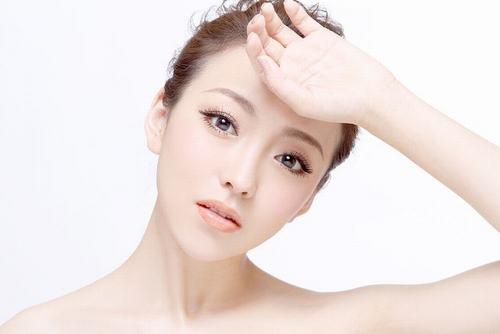 Lựa chọn các sản phẩm có nguồn gốc thiên nhiên để làm trắng da an toàn, hiệu quả dài lâu.