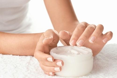Thành quả kem dưỡng trắng da đạt được cần sánh mịn.