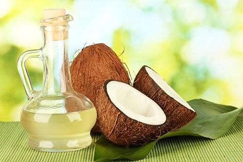 Thoa dầu dừa mỗi ngày có tác dụng cải thiện màu da như mong muốn