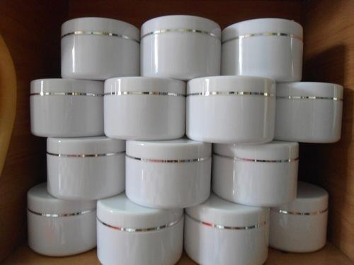 Rất khó có thể kiểm chứng được những thành phần có trong các sản phẩm kem làm trắng da trôi nổi trên thị trường.