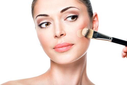 Không nên make-up mà để cho da thời gian phục hồi