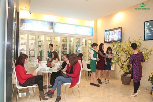 Mỗi khách hàng đến làm đẹp tại Thu Cúc Clinics dịp đầu xuân đều được tham gia hái lộc may mắn