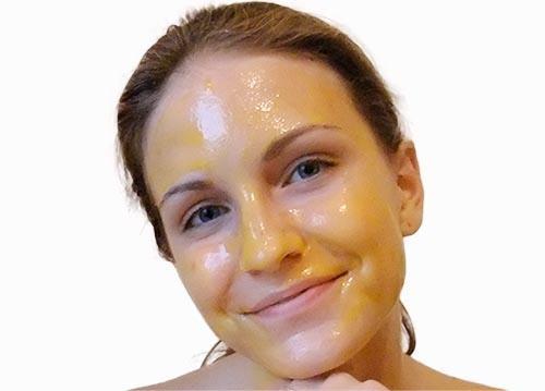 Mặt nạ dưỡng da từ lòng đỏ trứng gà phù hợp với người có da khô hay hỗn hợp thiên khô.