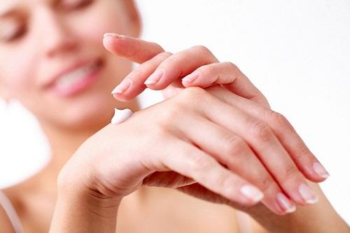 Thử trước sản phẩm ở vùng da nhỏ trước khi sử dụng toàn thân.