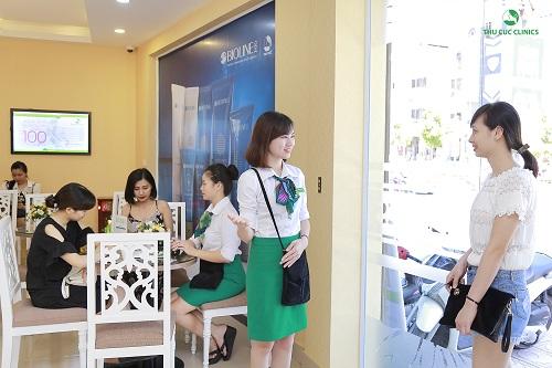 Đông đảo khách hàng tin chọn Thu Cúc Clinics là người bạn đồng hành để tân trang nhan sắc