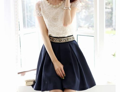 Mặc quần hoặc váy thông thoáng sau khi triệt lông vùng kín.