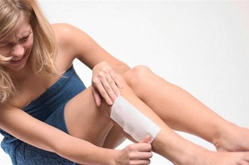 Wax lông ít nhiều khiến người thực hiện có cảm giác đau.