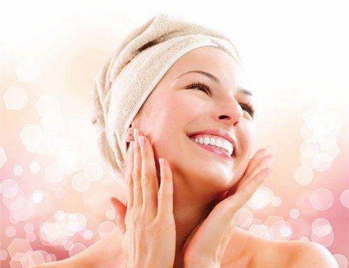 Chăm sóc da mặt giúp kích thích tuần hoàn máu dưới da, cho gương mặt sáng hồng, rạng rỡ và săn chắc hơn.
