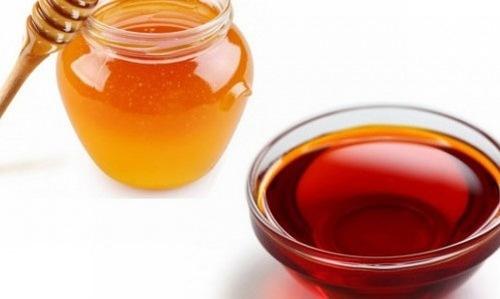 Thoa dàu gấc mật ong lên da mỗi ngày có tác dụng nuôi dưỡng làn da trắng sáng