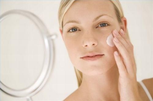 Kem dưỡng có tác dụng giữ ẩm và giúp da tươi trẻ dài lâu