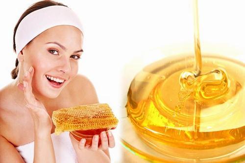 Mật ong là nguyên liệu quý giácho làn da, giúp se khít lỗ chân lông hiệu quả.
