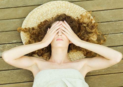 Vi-ô-lông là nguyên nhân khiến phái đẹp cảm thấy tự ti khi diện trang phục gợi cảm