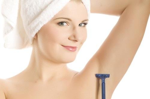Cạo lông nách là một trong những biện pháp triệt lông nhanh chóng