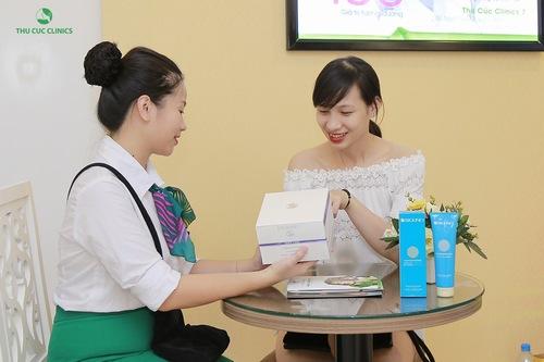 Sau khi triệt lông bằng công nghệ, chuyên viên tại Thu Cúc Clinics sẽ hướng dẫn khách hàng chăm sóc da tại nhà