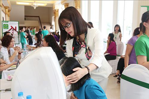 Khu vực soi da, tư vấn làm đẹp luôn nhận được sự quan tâm của chị em tại Thanh Hóa