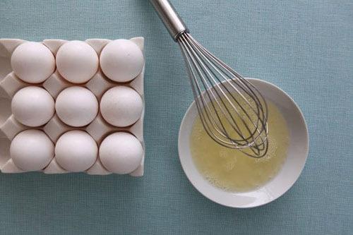 Trị rạn da sau khi sinh bằng lòng trắng trứng gà