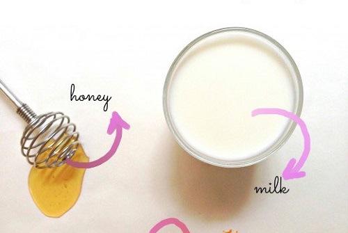 Sữa tươi, mật ong chứa nhiều dưỡng chất có tác dụng nuôi dưỡng làn da khỏe mạnh, trắng sáng