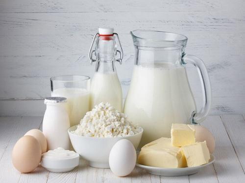 Sữa tươi cũng là một trong những thực phẩm không thể bỏ qua nếu bạn muốn phòng ngừa rạn da trong quá trình mang thai.