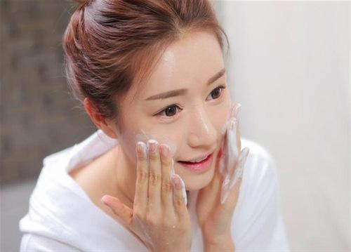 Làm sạch da mỗi ngày là cách phòng tránh viêm nang lông hữu hiệu