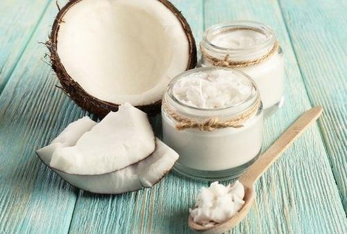 Dầu dừa có công dụng trị rạn da hiệu quả