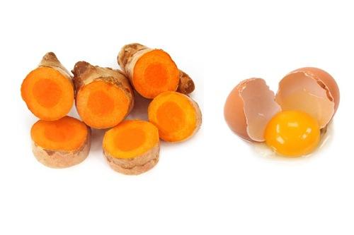 Sử dụng bột nghệ, lòng trắng trứng gà là phương pháp tẩy lông hiệu quả