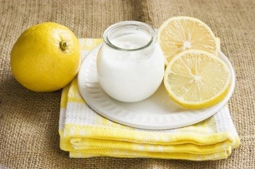 Kết hợp nước cốt chanh, sữa chua là phương pháp tẩy lông mặt đơn giản và hiệu quả
