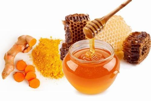 Bột nghệ mật ong chứa nhiều dưỡng chất đem đến khả năng trị tàn nhang hiệu quả