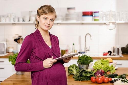 Xây dựng thực đơn ăn uống phù hợp giúp cải thiện tình trạng nám từ bên trong