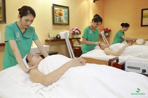Các dịch vụ chăm sóc da tại Thu Cúc Clinics cũng được giảm tới 35% nhằm mang tới cơ hội nuôi dưỡng, cung cấp sức sống cho làn da trở nên sáng khỏe, mịn màng bất chấp hè sang có thể mang theo những tia nắng gây tổn thương da