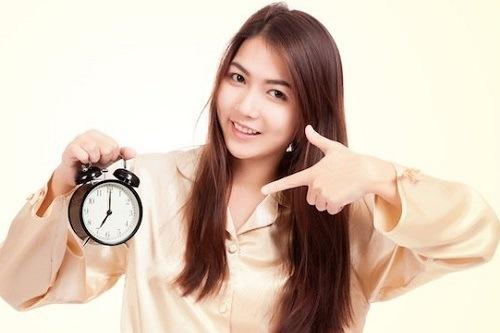 Ngủ đủ giấc và đúng giờ giúp làn da được nghỉ ngơi tái tạo tế bào khỏe hơn