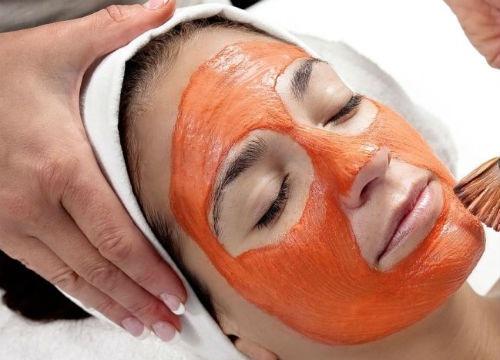 Thoa hỗn hợp lên da để các dưỡng chất thẩm thấu tối ưu