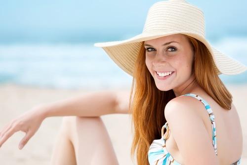 Hạn chế tiếp xúc với ánh nắng mặt trời giúp làn da duy trì đươc vẻ sáng mịn