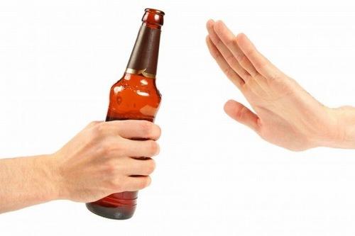 Để đảm bảo hiệu quả và an toàn cho làn da, trong quá trình wax lông không nên sử dụng chất kích thích như rượu, bia...