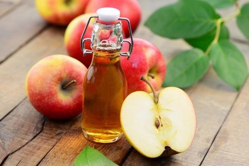 Thoa giấm táo, mật ong lên da có khả năng làm mềm nang lông hiệu quả