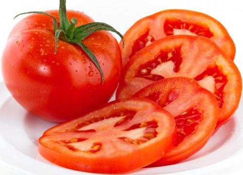 Cà chua - nguyên liệu triệt lông được nhiều chị em lựa chọn