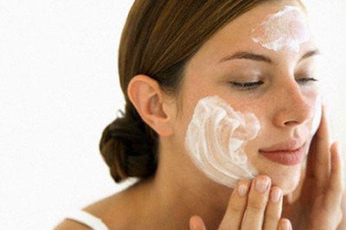 Tẩy tế bào chết giúp làn da sáng và để da hấp thu dưỡng chất tốt hơn