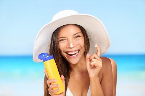 Chống nắng là một trong những việc làm bắt buộc trong quy trình chăm sóc da