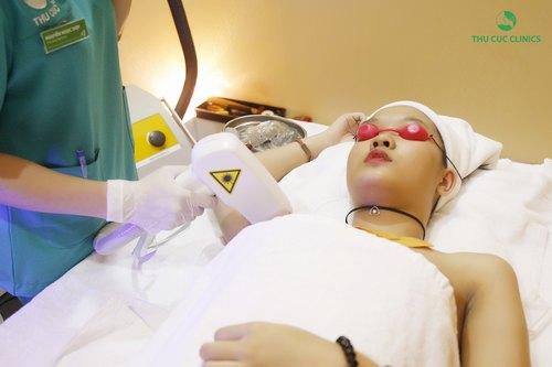 Triệt lông nách bằng Laser Diode tại Thu Cúc Clinics.