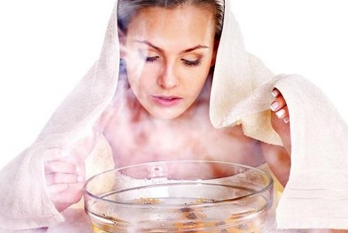 Xông hơi với nước nóng vừa giúp loại bỏ mụn lại se khít lỗ chân lông