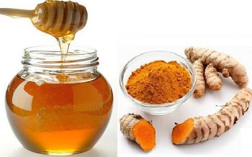 Nghệ tươi kết hợp cùng mật ong vừa giúp tái tạo da lại giúp da thêm sáng mịn, đều màu