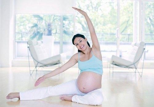 Các động tác Yoga nhẹ nhàng được khuyến khích cho các chị em áp dụng khi mang thai.