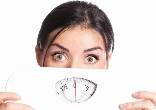 Tăng cân mất kiểm soát là nguyên nhân chính dẫn tới tình trạng rạn da tuổi dậy thì.