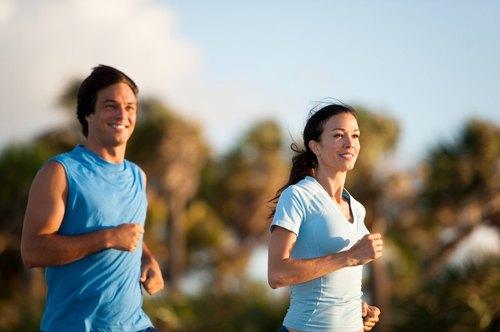 Tập thể dục là cách thải độc tố cho da, giúp gương mặt sáng hồng và hạn chế mụn tấn công.