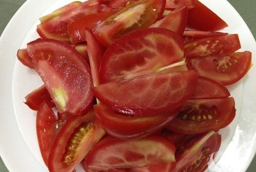 Axit tự nhiên có trong cà chua đem đến khả năng làm mềm nang lông hiệu quả