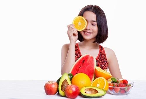 Bổ sung đầy đủ các dưỡng chất, nhóm vitamin cần thiết giúp da khỏe từ bên trong