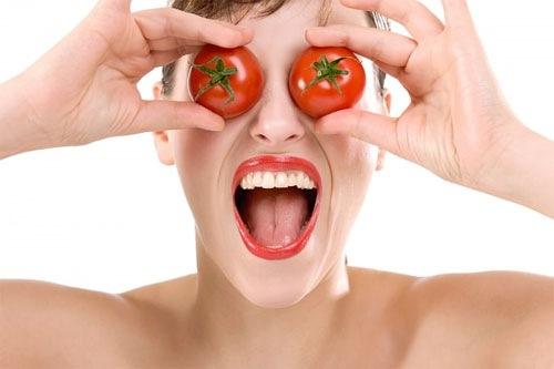 Trị mụn bằng cà chua là phương pháp làm đẹp đơn giản nhưng mang lại hiệu quả cao