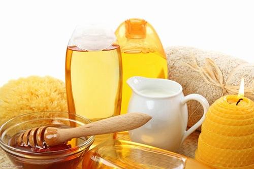 Mật ong, sữa tươi chứa nhiều dưỡng chất có tác dụng nuôi dưỡng làn da trắng sáng
