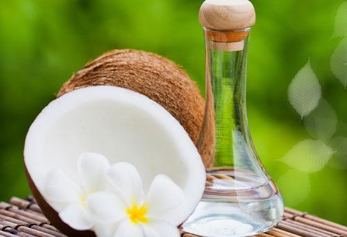 Dầu dừa là một trong những nguyên chất có tác dụng tắm trắng